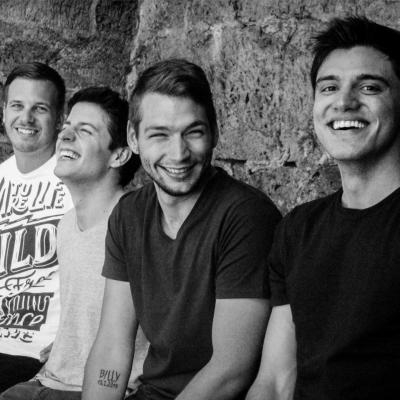 Flyer Between a Moment